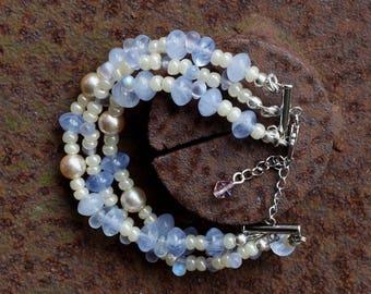 Pearl Bracelet Three-row, light blue cream
