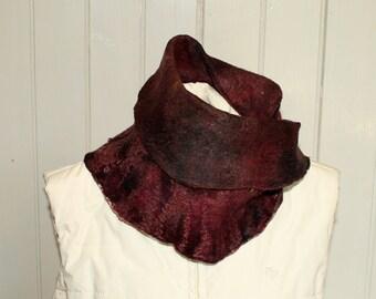 Loop / Möbius scarf Nuno Filz ' Rosso'