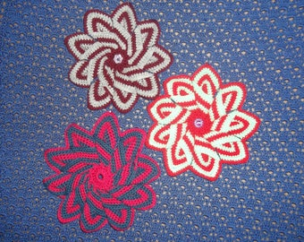 beautiful potholders in different colors to the handmade crochet