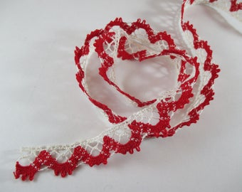 Lace, lace, cotton, ecru and red color, width 2 cm.