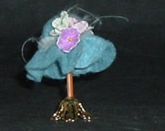 BLUE HAT STAND