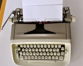 Vintage Royal Safari Typewriter made in USA with Case