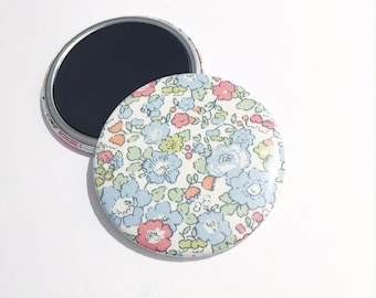 """Magnet 56mm Liberty """"Betsy Ann - Baby blue"""""""