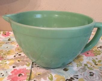 Vintage 2.5 quart Fire King Mixing Bowl with Spout