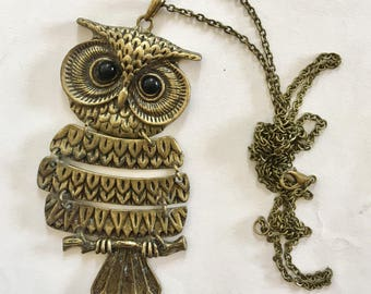 Fashionable articulated owl pendant in brass