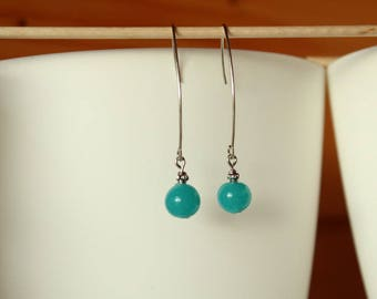 Elegant earring, silver and turquoise glass bead