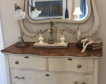 Bedroom Dresser. Chest of Drawers. Vintage Dresser with Mirror. Farmhouse Dresser. Serpentine Dresser with Winged Harp and Four Drewers