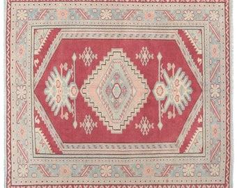 "5'6""x 6'6'' Red blue geometric design Vintage Turkish Rug, oushak distressed midcentury area rug, Fine weaving good condition vintage rugs"