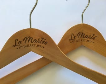 Hanger customized for your wedding - wood carving
