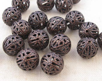 20 round beads 10 mm filigree