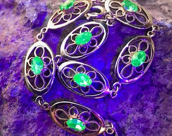 Vintage Gold Tone Vaseline Uranium Glass Bracelet Filigree Glows Free Black Light