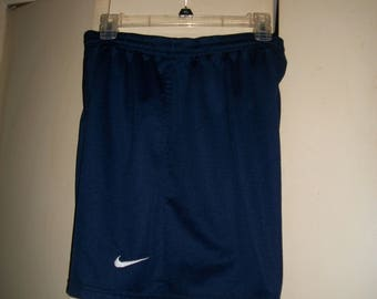 Men's Vintage 90's Nike Navy Blue Mesh Shorts Size XL
