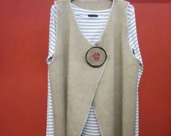 Wool vest, hair