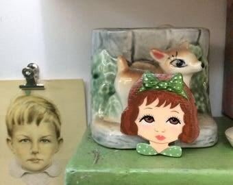 Dolls head brooch vintage Green bow tie zoownatas
