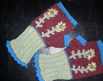 Mittens, wool, warm and colorful, ideal for working with her fingers free.