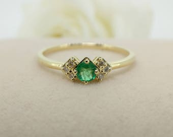 Vintage Inspired Emerald and diamond in 18k Yellow Gold, Emerald and Diamond Engagement Ring