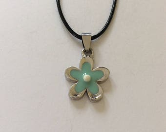 Green Flower Necklace / Green Flower Jewellery / Flower jewellery / green jewellery
