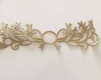 Embroidery color gold with metallic 37 * 10, 5 cm