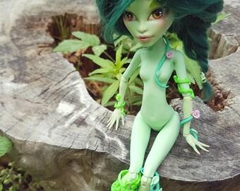 OOAK doll, Monster High, Venus McFlytrap, repaint + Green wig + vine accessories