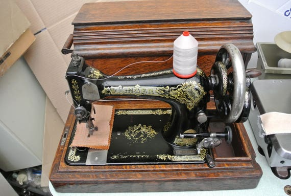 Singer 28k hand crank vintage sewing machine with for Best home decor sewing machine