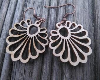 Floral wooden dangel earrings, lightweight, 25×25 mm