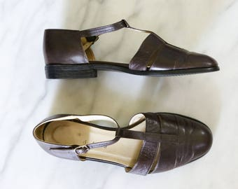 1990's Brown Leather T Strap Mary Janes