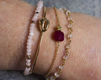 Adjustable silver bracelet gilded with gold end and pink Quartz