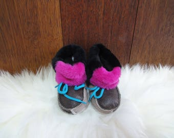Beautiful baby slippers. Shoe sole: 14cm. Very soft and comfortable. Natural fur, genuine leather. Unique booties. Prime quality.