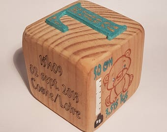 Birth cube made of pine wood customized with engraved calligraphy, fretwork, everything is handmade