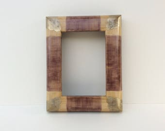 Curved frame decorated