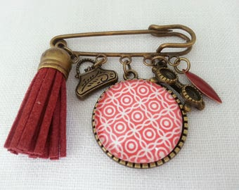 Brooch pin, 4 charms and Cabochon glass 25 mm. Red and white Japanese paper.