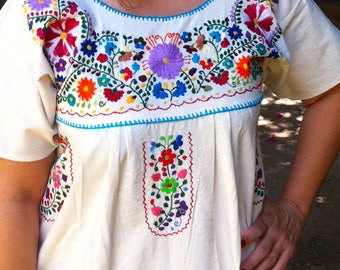Mexican Embroidered Dress, Boho, Manta embroidered dress, Frida Kahlo style, hippie dress, mexican clothing, Shipping ALL the world. chic.