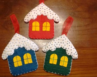 Christmas houses in felt to hang