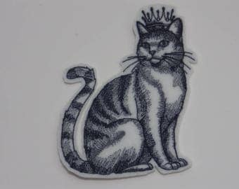 Cat in Crown Iron-on Patch. Embroidered Patch. Sew-On Patch.