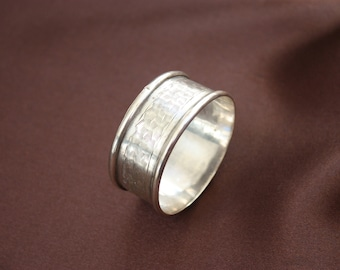 English 1920's hallmarked solid silver napkin ring by Pinder Bros Sheffield