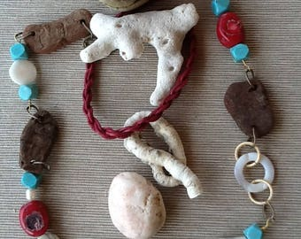 Necklace with turquoise, coral, mother of Pearl and resin elements small Driftwood shaped by the sea.