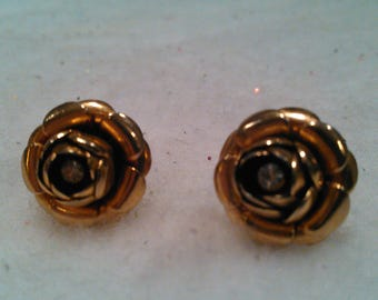 Vintage gold tone rose earrings with Crystal center gemstone