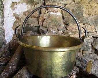 Antique french brass cauldron.French antiques.19th century cauldron.Homestead cooking.French farmhouse.Interior design.Kitchen decoration.