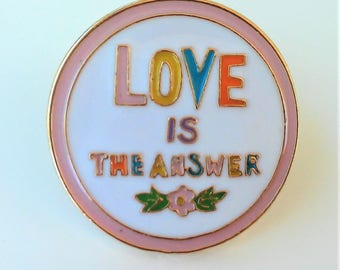 Enamel LOVE is the Answer pin- enamel brooch-Pines frases- phrases pins-Broche con frase- Love is the Answer pin esmalte- LOVE Enamle Pin