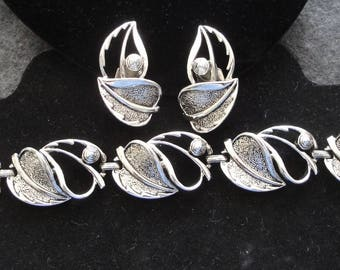 Sarah Coventry Silver Leaf Bracelet and Clip On Earrings Set --      #19