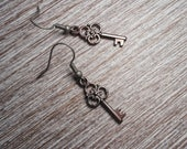 Old Fashioned Skeleton Key Earrings, Steampunk Earrings, Antique Looking Rad Teen Made Earrings