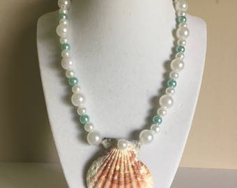 Seashell beach necklace