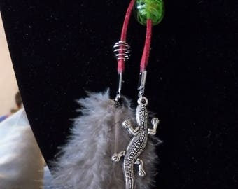 Suede lizard feather Green Pearl Necklace