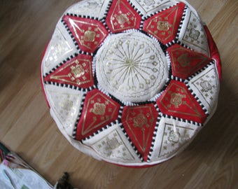 Vintage Moroccan Pouf vintage boho decor // hippie home decor // moroccan poof style // leather footrest Diameter 50 CM Height 25 CM