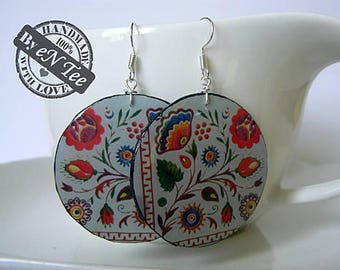 Floral pattern hanging earrings