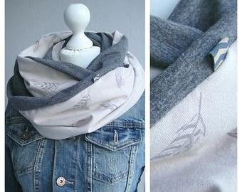 Loop scarf beige/grey, feathers