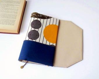 Protège-livre de poche en tissu ajustable avec marque-page (Tissu wax/ bleu marine_blanc_beige)