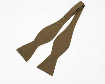de MORÉ - beige self tying bow tie