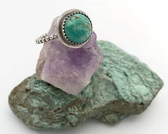Turquoise stacking ring with beaded band // size 8