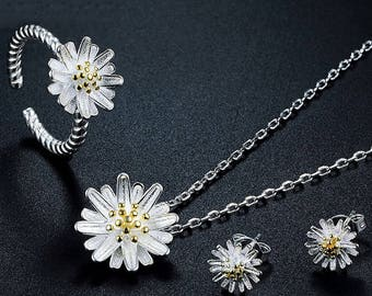 Sweet Daisy Floral Design Silver Plated Necklace, Ring and Earrings Jewelry Set